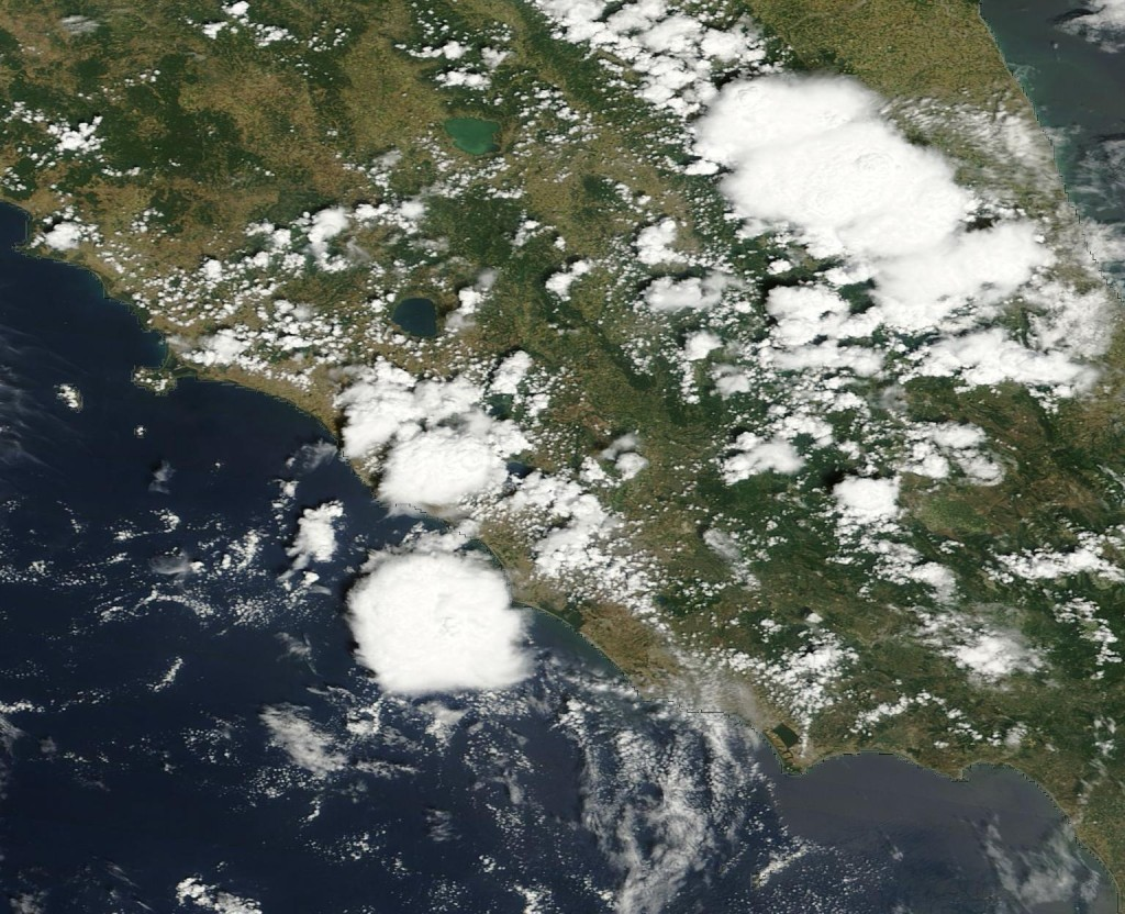 Un'immagine dal Satellite Polare TERRA in passaggio intornoalle 10 di mattina sulle regioni del Centro Italia.